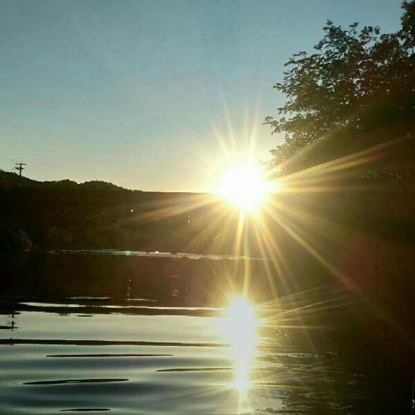 流水和阳光
