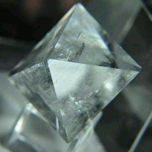 透明的硫酸铬钾晶体