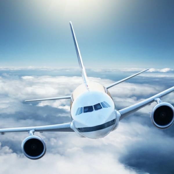 飞机飞过天空yk
