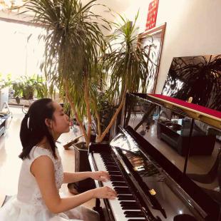 李梓瑶钢琴