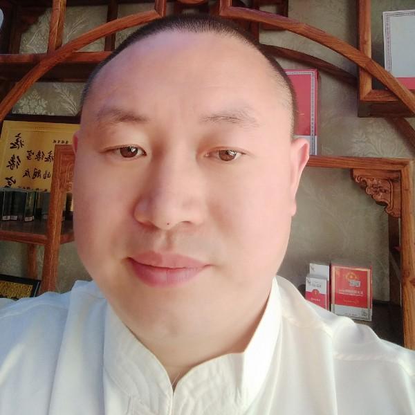 三峡农民歌手施伟杰