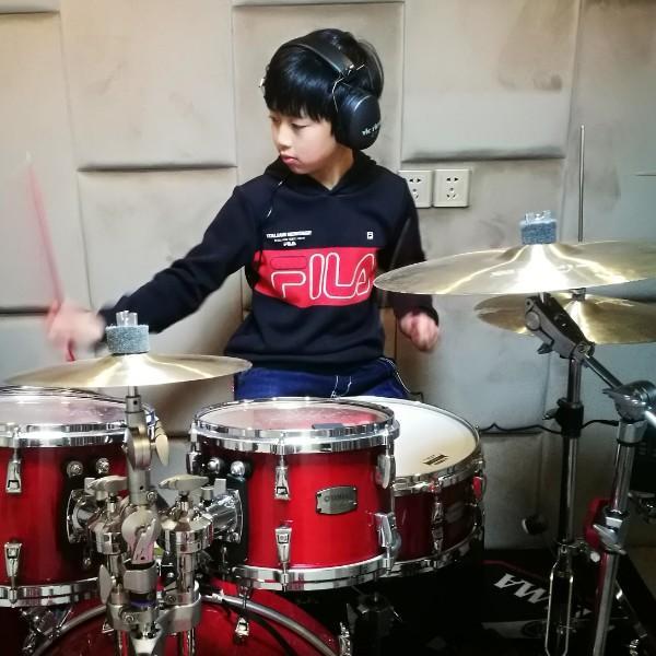 鼓手郑家豪