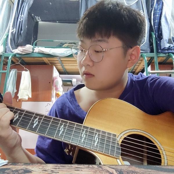 弹吉他的单身汪