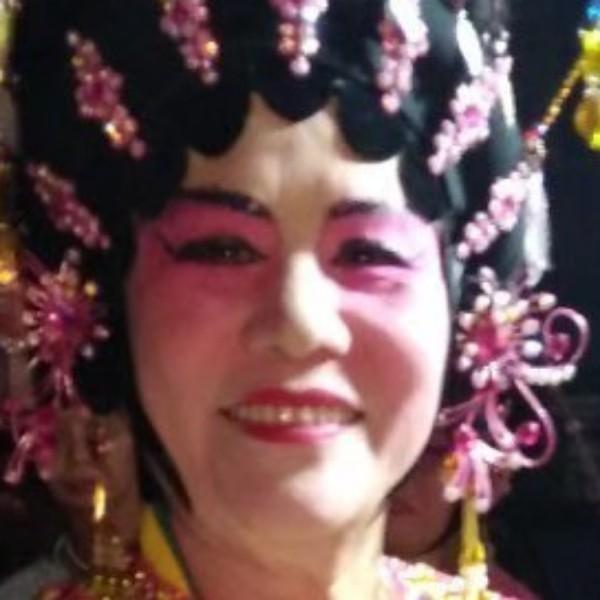 爱听爱唱粤剧的乔姨